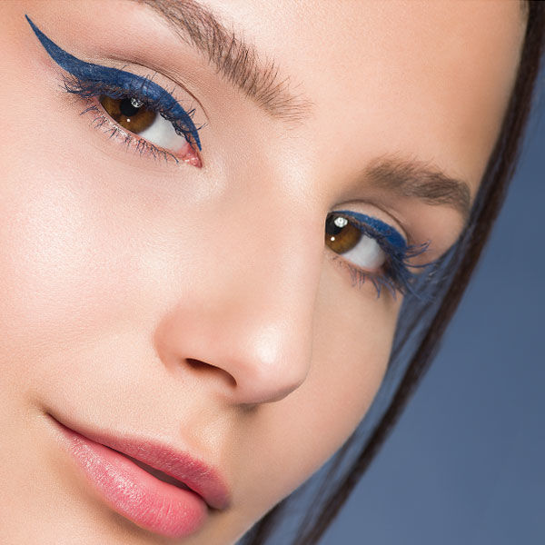 End-Look des blauen Lidstrichs Schminktipps