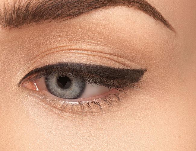 Ein Auge mit einem gezogenen Lidstrich